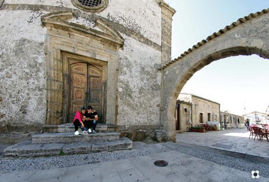 un angolo della piazza del principe, salotto della città - Marzamemi (2843 clic)