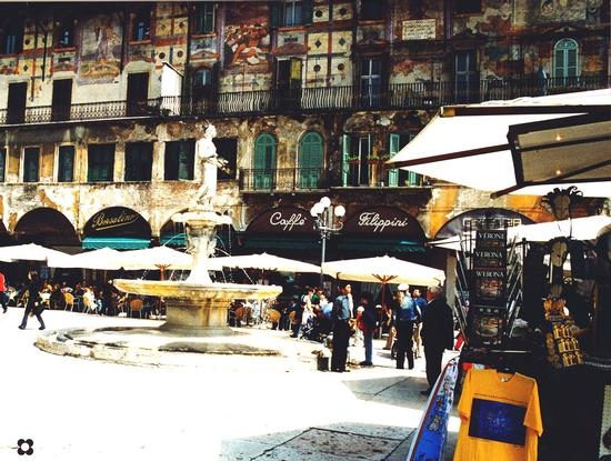 Piazza delle Erbe, da Filippini - Verona (2536 clic)