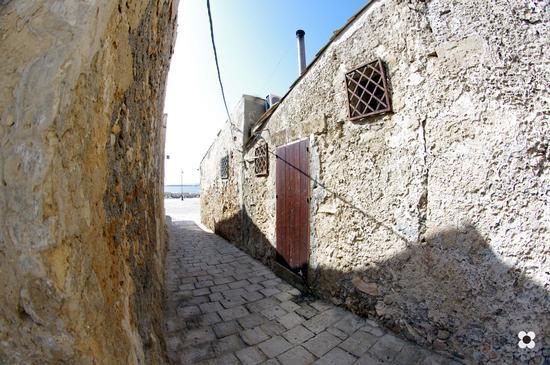 case nel borgo che servivano da supporto periodico ai pescatori della tonnara - Marzamemi (2118 clic)