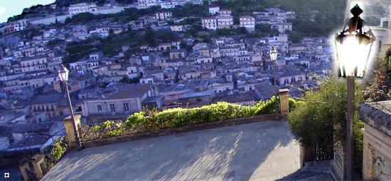 luce radente nella scalinata di San Gorgio - Modica (2692 clic)