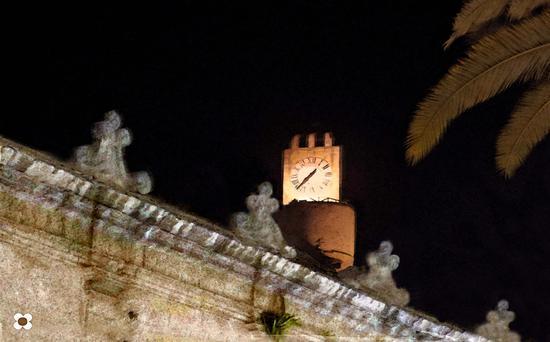 orologio sul cornicione - Modica (1101 clic)