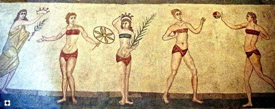 Mosaici particolare, fanciulle in bikini con la palla - Piazza armerina (2757 clic)