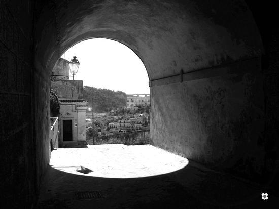 uno sguardo dal ponte - Modica (251 clic)