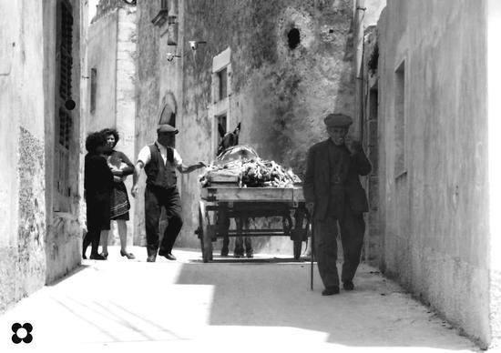 una viuzza tra il Pizzo e S. Giovanni, '65 - Modica (2623 clic)