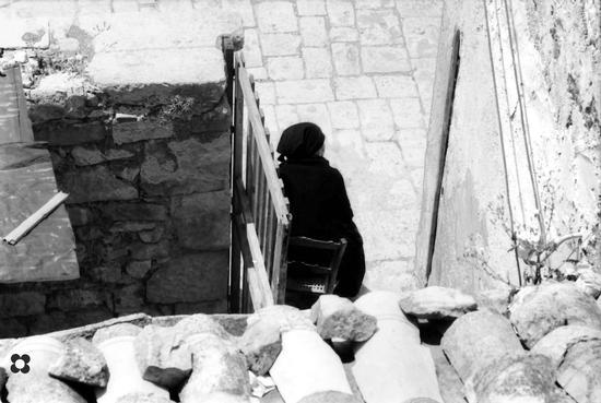 Sotto Pizzo, aspettando il calar della sera, '65 - Modica (2608 clic)