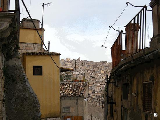 Per le vie di Modica foto n. 112 di Enzo Belluardo (1992 clic)