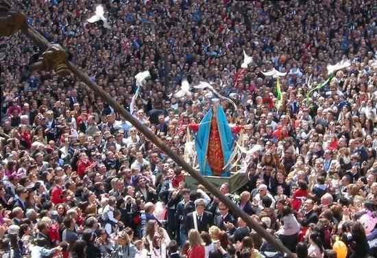 Pasqua 2011 a maronna vasa vasa a Modica (2786 clic)