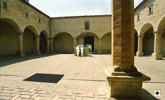 Gubbio 2003, Chiostro della Basilica di Sant'Ubaldo (1289 clic)