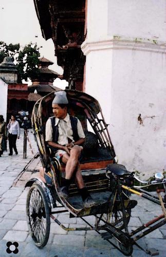 Katmandu, un romantico risciò a pedali (614 clic)