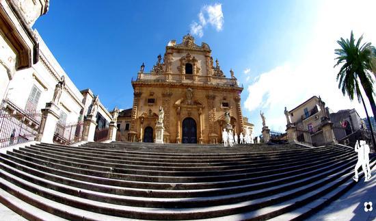 La Chiesa di San Pietro e la sua scalinata - Modica (3949 clic)