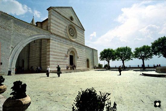 Basilica di Santa Chiara, 2003 - Assisi (3570 clic)