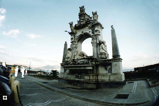 Mergellina, la Fontana del Sebeto - Napoli (3676 clic)