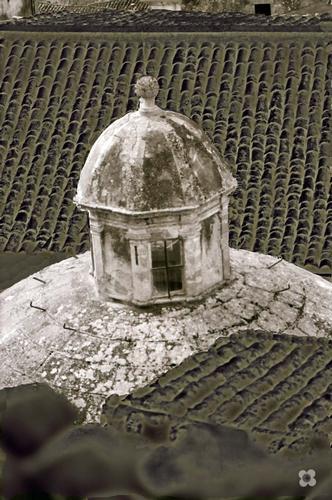 fra i tetti la cupola di San Giorgio - Modica (648 clic)