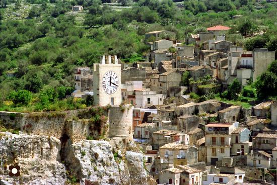 l'orologio del castello - MODICA - inserita il 13-Jul-12