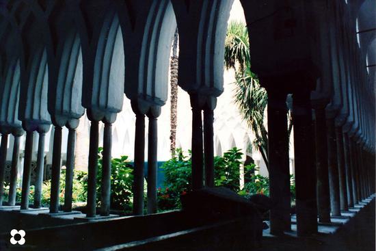 Amalfi, il chiostro (1983 clic)