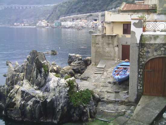 Chianale di Scilla vista da via Grotte (4361 clic)