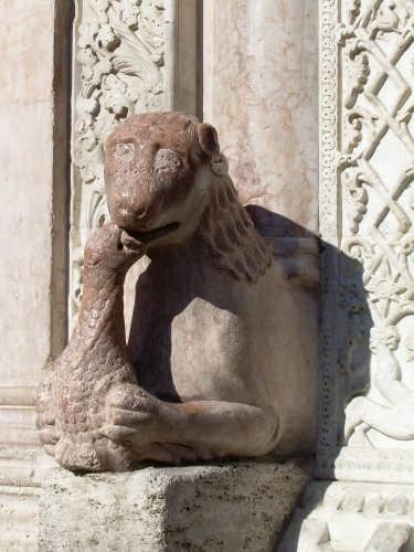Cattedrale di San Feliciano (Particolare del portale romanico) - Foligno (5869 clic)