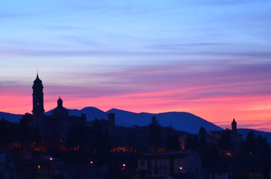 I vari colori del tramonto - Apiro (3145 clic)