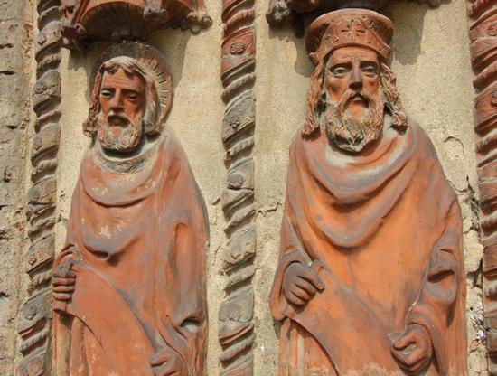 Attenti custodi del Duomo da più di cinquecento anni... - Chivasso (1800 clic)