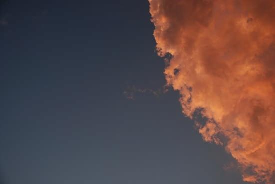 Nuvole rosse viste dal traghetto a Messina durante il tramonto (3255 clic)