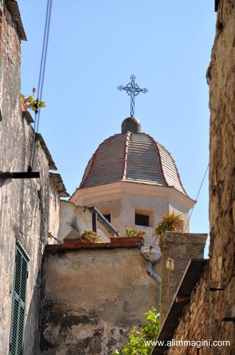 Alzando gli occhi ...CERVO Liguria Italia (2028 clic)