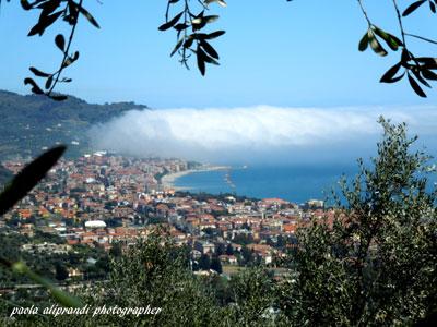 Il golfo di DIANO MARINA e la ...sua nuvola ! (356 clic)