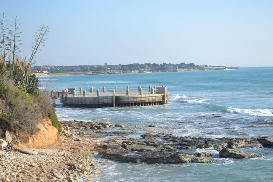 Una rotonda sul mare....... - Avola (3591 clic)