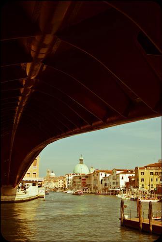 Vista di Venezia da sotto il Ponte di Calatrava (2416 clic)