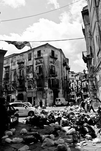 Palermo invasa dai rifiuti (3177 clic)