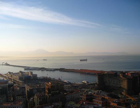 Lento si sveglia il primo giorno del mondo.. - Napoli (2097 clic)