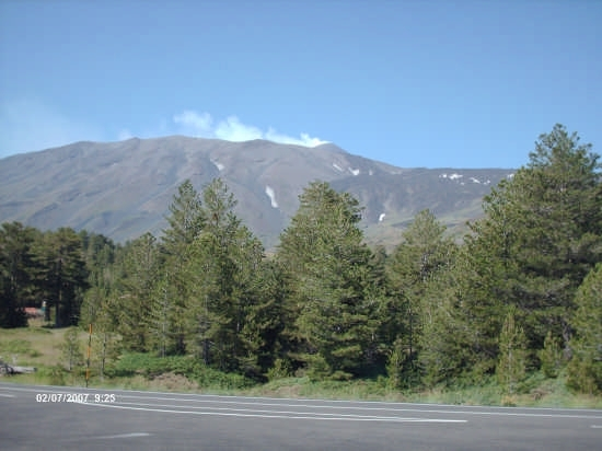 l'imponenza del vulcano - Linguaglossa (3374 clic)