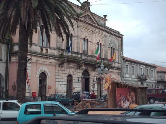 piazza municipio - Linguaglossa (3216 clic)