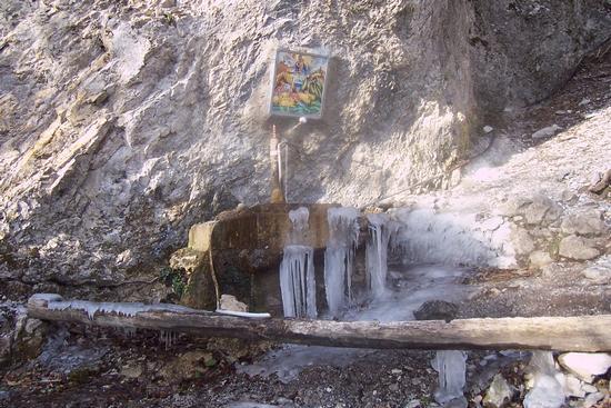 Fonte sorgiva, denominata dell'acqua fredda. - Cava de' tirreni (3147 clic)