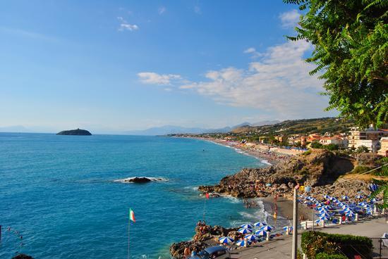 spiaggia Diamante e l' isola di Cirella (4715 clic)