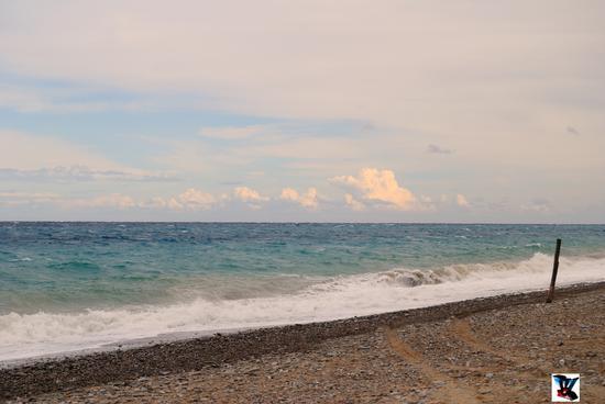 il mare in burrasca di Rossano (658 clic)