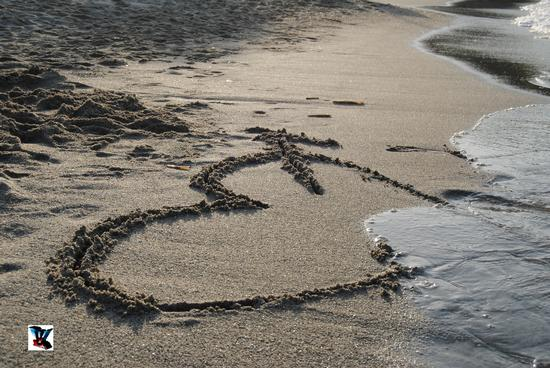 cuore in spiaggia (603 clic)