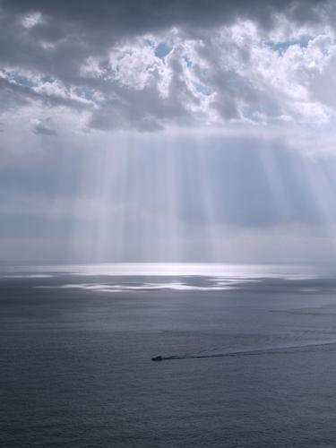 Raggi di luce sul mare - Cinque terre (2122 clic)