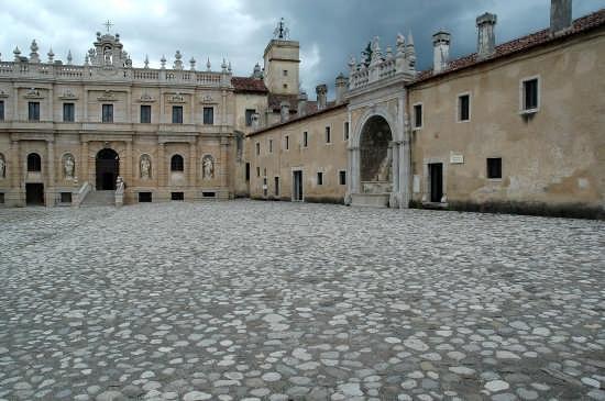 Certosa di S.Lorenzo - Padula (3935 clic)