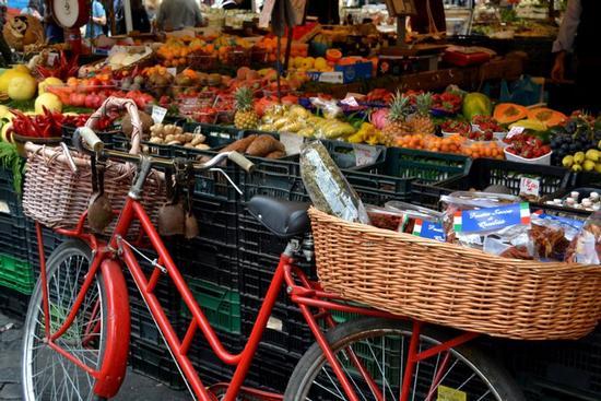 Mercato di Campo de' Fiori - ROMA - inserita il 06-May-11