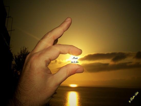 Anche tu puoi tenere il sole tra le dita - Pizzo (4476 clic)