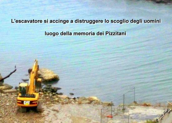 Foto storica - la distruzione dello scoglio degli uomini - Pizzo (2598 clic)