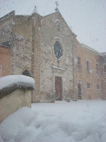 neve sulla chiesetta del Crocifisso - Gioia del colle (3054 clic)