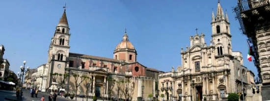 Acireale - Basilica Cattedrale Maria S.S. Annunziata e Basilica dei Santi Pietro e Paolo  (2521 clic)
