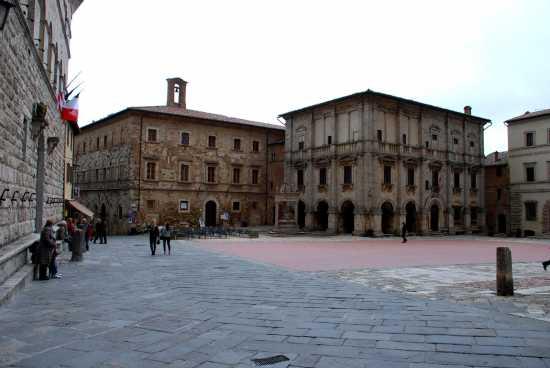 Piazza Grande - Montepulciano (1975 clic)
