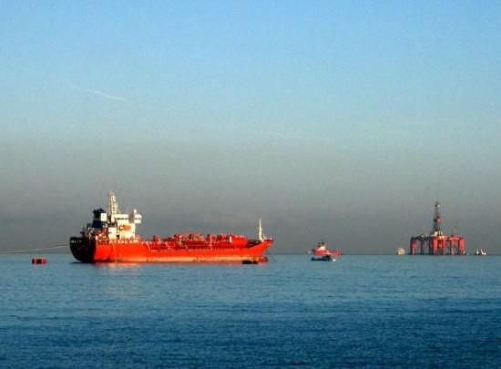 Golfo di Palermo - Petroliere (4837 clic)