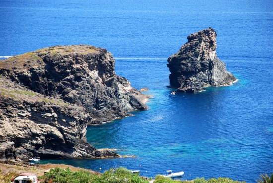 Il Faraglione - Pantelleria (4041 clic)