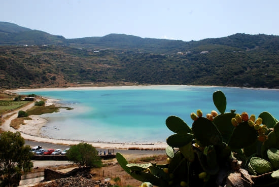 Lago Specchio di Venere - PANTELLERIA - inserita il 03-Sep-08