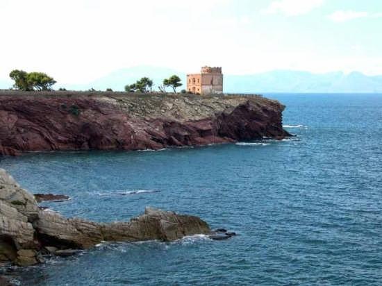 Cala Palazzolo e sullo sfondo torre Fanara. - Terrasini (5198 clic)