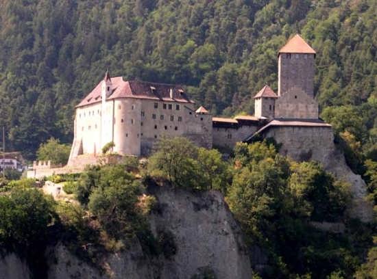 Castel Tirolo - TIROLO - inserita il 18-Nov-07