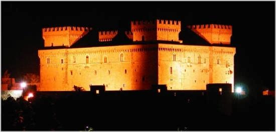 Castello Piccolomini    - CELANO - inserita il 04-Jul-07